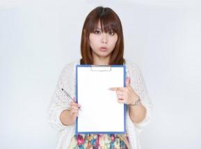 出会い系プロフィールの書き方を教える女性